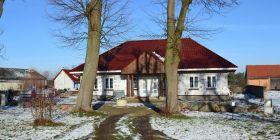 Wiejski dworek plus budynek - zabudowa szeregowa 6 mieszkań
